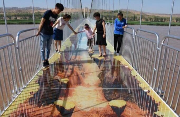 黄河3D玻璃桥 恐怖黄河3D玻璃桥高清图片简直吓屎人