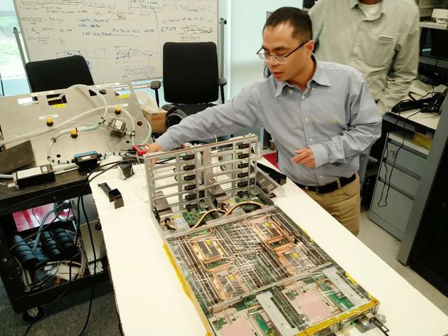 联想工程师讲解全球首创服务器温水水冷技术